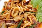 วิธีทำ ปลาหมึกผัดน้ำพริกเผา เมนูอาหารง่ายๆ อร่อยๆ